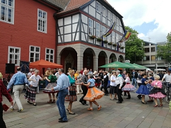 Open Air Tanz 2017 vor dem Rathaus © Country Skippers - Square Dance Club Wietzen