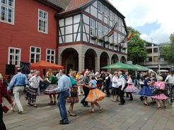 Open Air Tanz 2017 vor dem Rathaus©Country Skippers - Square Dance Club Wietzen